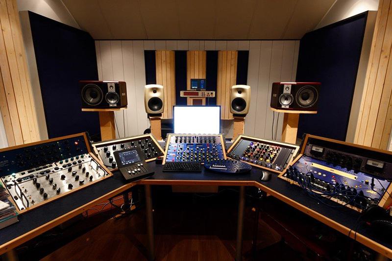 Стойки для мониторов в студию звукозаписи. Как правильно выбрать? |  Resonant Arts
